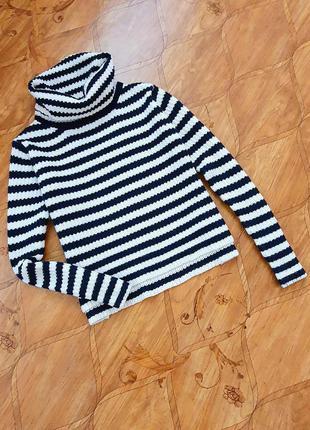 Укороченный свитер.