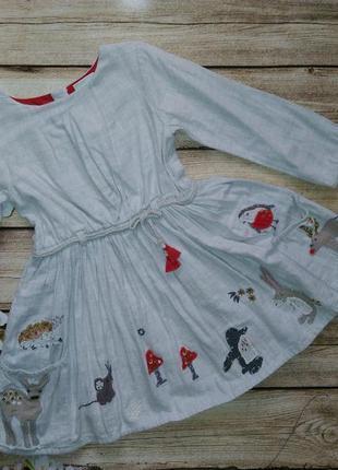 Платье с апликациями