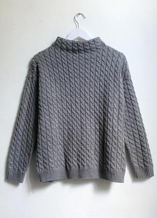 Серый свитер в косы с горлом mango