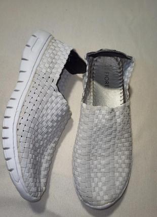 Слипоны. белые кроссовки. женские мокасины