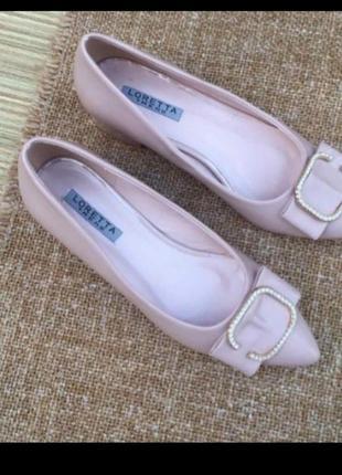 Туфлі на низькому каблуці