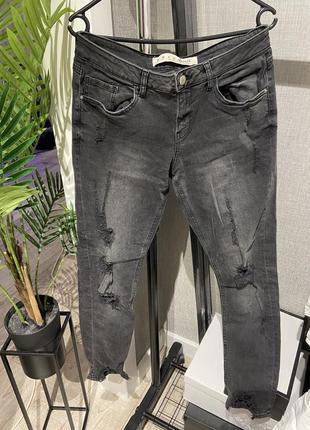 Шикарные крутые фирменные серые джинсы с рваностями denim &co.