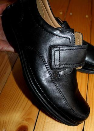 42,5 разм. туфли clarks. кожа