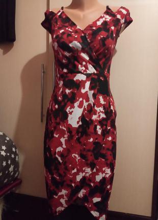 Красивое платье по фигуре в цветы облегающее футляр