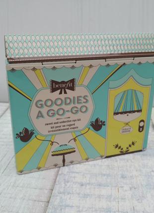 Набор для глаз benefit goodies a go-go sweet & seductive eye kit