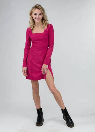 Вельветовое платье с квадратным вырезом. есть другие расцветки