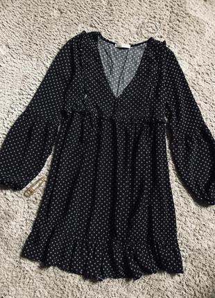 Черное платье с оборками с объемными рукавами свободное платье с принтом