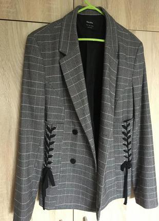 Новый стильный пиджак bershka