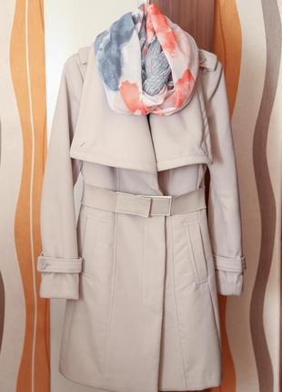 Стильное пудровое демисезонное пальто motivi