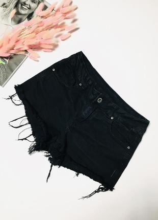 Крутые потрепанные джинсовые шорты размер л