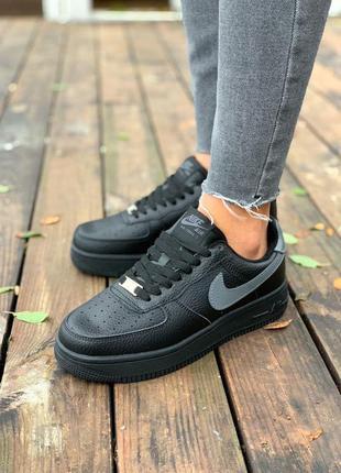 Трендові утеплені жіночі кросівки