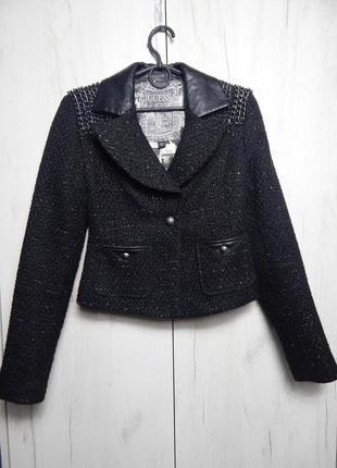 Чёрный твидовый пиджак guess с люрексом и цепочками