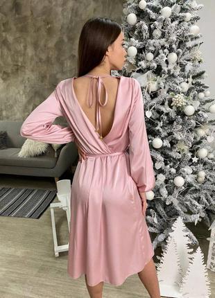 Розовое платье миди с открытой спиной