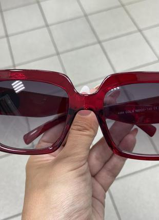 Женские солнцезащитные очки в бордовой оправе линзы с градиентом