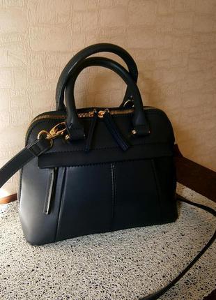 Красивая, стильная сумка-малышка с ремнем через плечо. linea