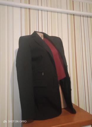 Удлиненный пиджак жокет