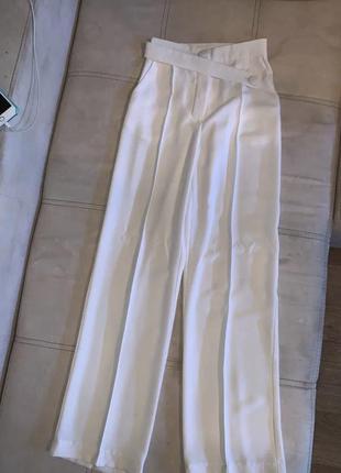 Молочные брюки со строчкой