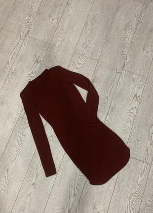 Платье обтягивающее бордового цвета