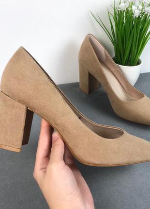 Базовые бежевые туфли на устойчивом каблуке h&m, натуральный беж