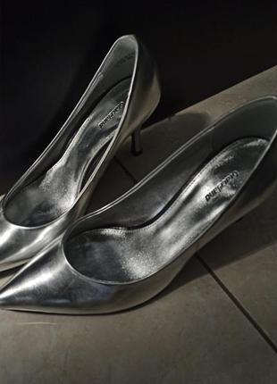 Туфли лодочки, острый носок