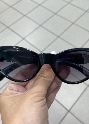 Женские солнцезащитные очки узкие лисички чёрные в пластиковой у
