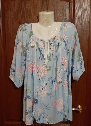 Легкая летняя блузка размера 52-54.