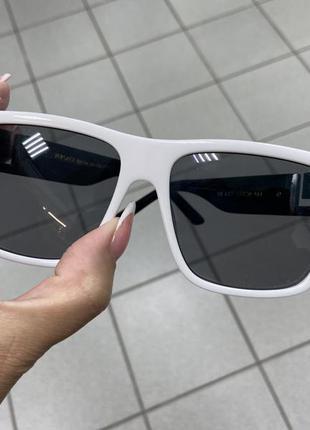 Женские солнцезащитные очки прямоугольные в белой оправе