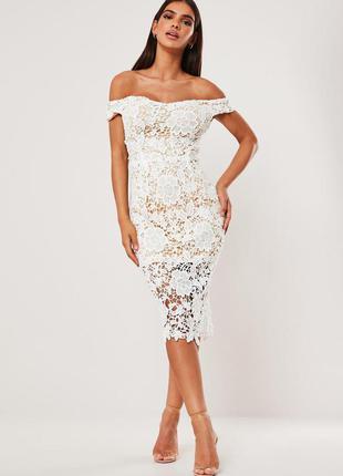 Missguided платье белое на бежевой подкладке кружевное гипюровое миди по фигуре