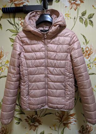 Нежная пудровая курточка с капюшоном