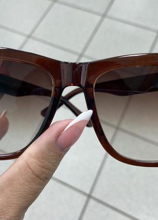 Женские солнцезащитные очки коричневые линзы с градиентом