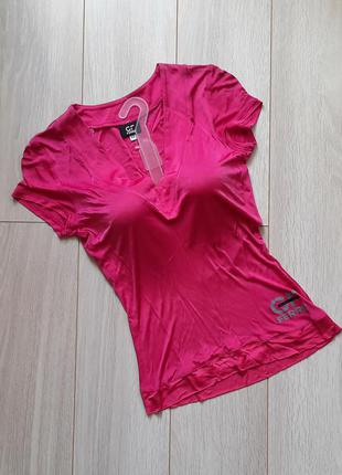 Яркая розовая футболка с логотипом ferre