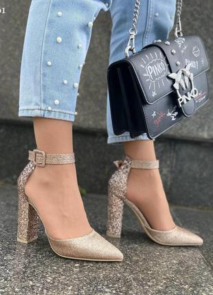 Туфли на удобном каблуке бежевые