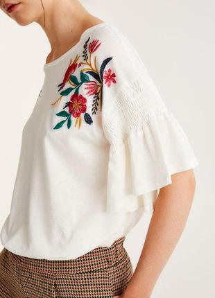Свободная оверсайз белая футболка с вышивкой pull&bear