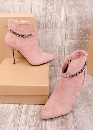 Женские ботинки на высоком каблуке шпильке