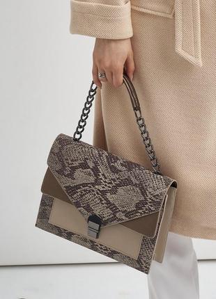 Каркасная сумка змеиный принт