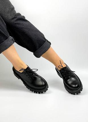 Шкіряні жіночі туфлі. демисезонні. масивна підошва.