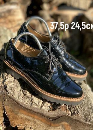 Туфли в лакированной коже на легкой пожошве