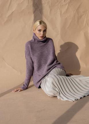 Свободный теплый вязанный свитер силуэта трапеция с горлом