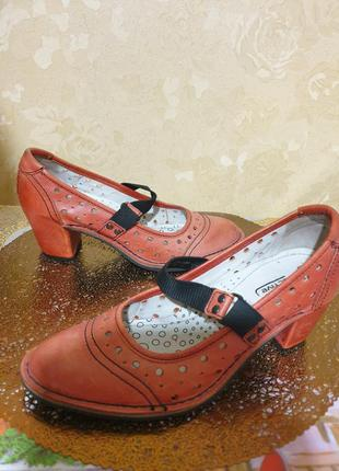 Туфли красные  кожа