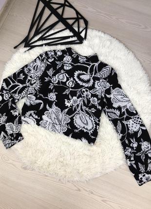 Блузка с вырезом на спинке