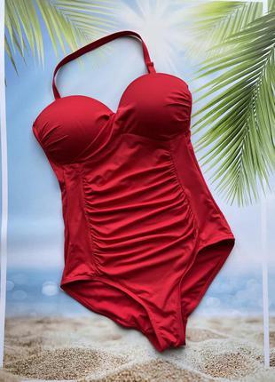 Красный купальник сдельный