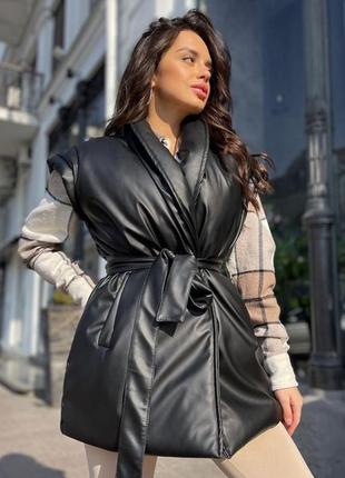 Женская жилетка с поясом эко кожа