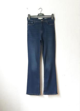 Стрейчевые джинсы клеш