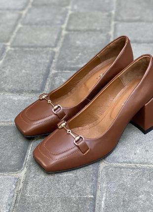 Дизайнерские туфли на невысоком обтяжном каблуке из натуральной итальянской кожи карамельного цвета, т-2153-04