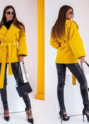 Короткое пальто на подкладке