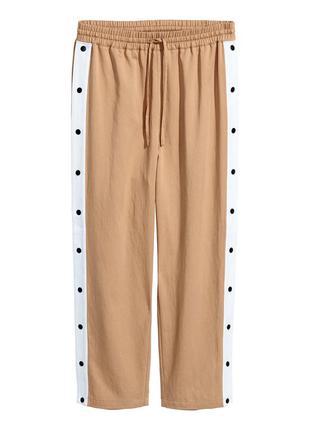 Шикарные натуральные брюки h&m с лампасами и клёпками!