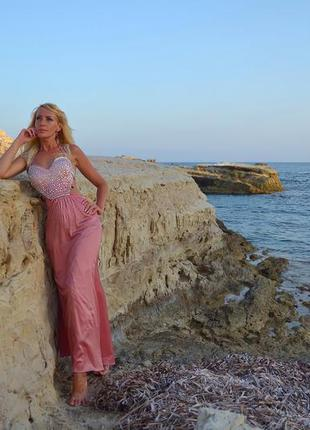 Шикарное платье в камнях