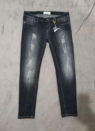 Крутые рваные женские джинсы суперстрейч