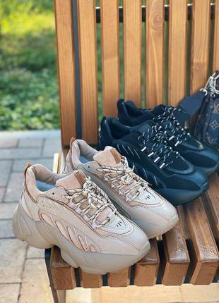 Утеплённые на меху стильные кроссовки на массивной подошве