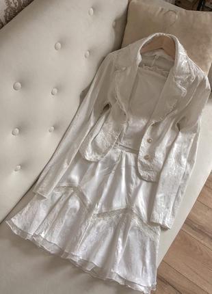 Молочний білий костюм з корсетом трійка